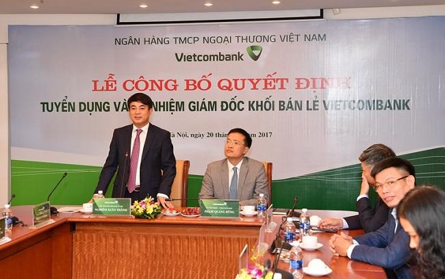 Chủ tịch HĐQT Nghiêm Xuân Thành phát biểu giao nhiệm vụ cho ông Thomas William Tobin – tân Giám đốc Khối bán lẻ Vietcombank